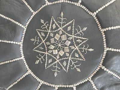 Marokkaanse poef (leer) grijs